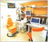 電子カルテと画像システムを配し、最新の医療を提供できる診察室となっています。