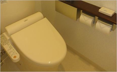 患者様用のお手洗いは、清潔感のある仕上がりにしました。