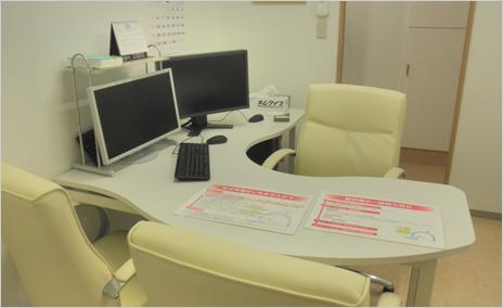 診察室は、モニターで画像を見ながら患者さんとしっかりコミュニケーションが図れるように設計しています。